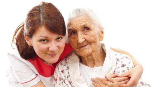 Äldre dam med hemtjänst